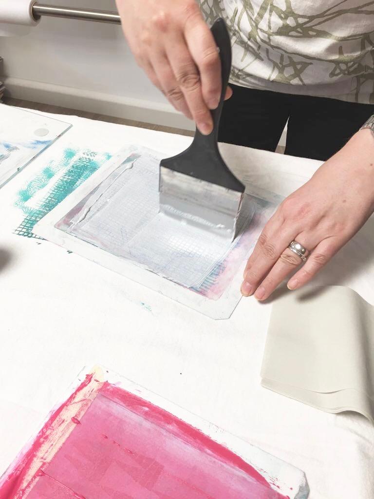 Sieb mit Farbe einstreichen