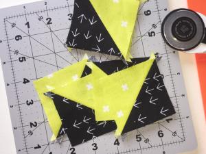 Half Square Triangle nicht getrimmt