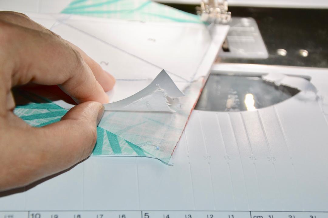 Priscilla Papier abreissen